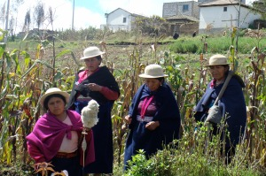 Women farmers participating in a farm tour in Tzimbuto, Ecuador.